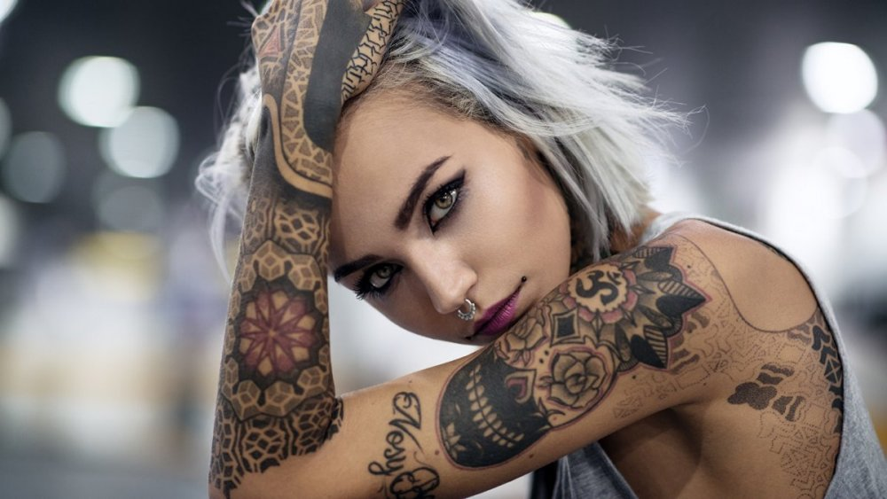 Hands_Tattoos_Glance_Body_piercing_516599_1920x1080.jpg